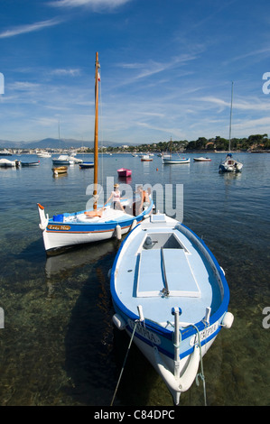 Cap d'Antibes, couple setting off sailing - Stock Image