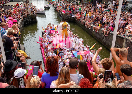 Amsterdam, Netherlands. August 4, 2018, Hundreds of thousands of visitors lined the canals for the annual Canal Pride. Credit: Wiskerke/Alamy Live News - Stock Image