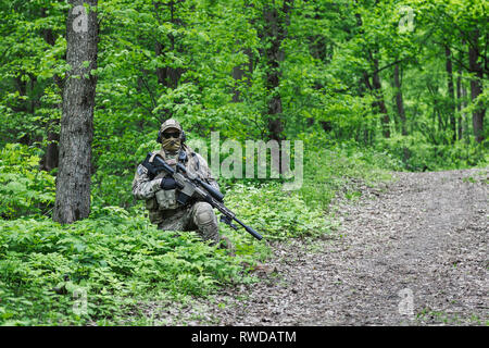 Green Berets U.S. Army Special Forces Group sniper in action. - Stock Image