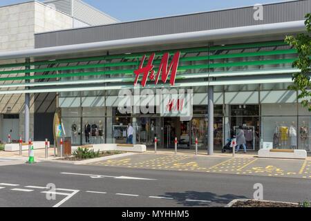 Exterior of H&M, a fashion retailer; Rushden Lakes Shopping Centre, Northamptonshire, UK - Stock Image