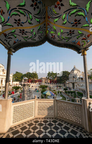 Vertical view of the main temple at Parshwanath Temple complex in Kolkata aka Calcutta, India. - Stock Image