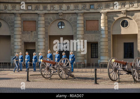 Gamla Stan, Stockholm, Sweden. Changing of the Guard ceremony in grounds of the Royal Palace. - Stock Image