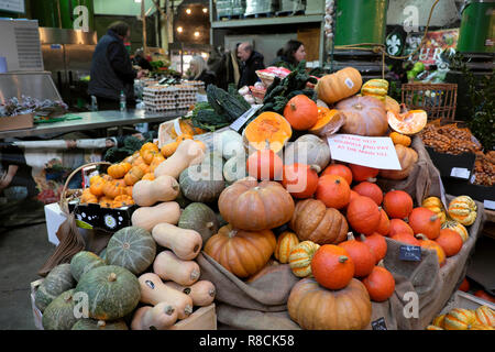 Variety of squashes, pumpkins, gourds on a Borough Market stall in winter November South London England UK   KATHY DEWITT - Stock Image