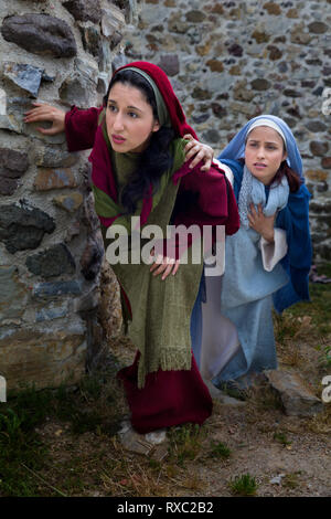 Mother Mary and Mary Magdalene standing at the entrance of the empty tomb of Jesus on Easter morning - Stock Image
