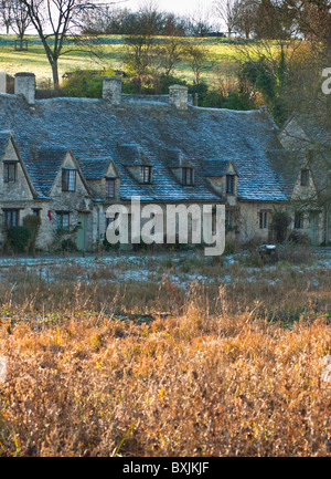 Arlington Row - 17th century weavers cottages, built in Cotswold stone, in the picturesque village of Bibury, Gloucestershire - Stock Image
