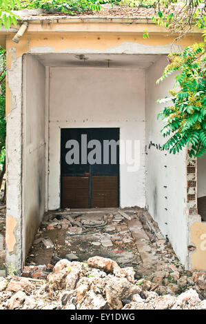 A building which has been partly destroyed, in Turkey - Stock Image