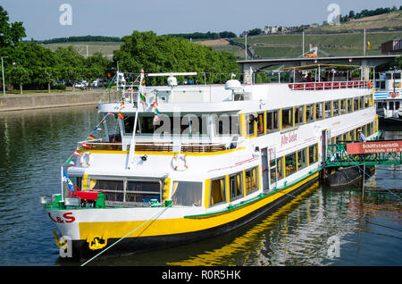 Boat Tours to Veitshöchheim and the Rococo Gardens down the Main River past vineyards and the convent Oberzell to the town of Veitshöchheim - Stock Image