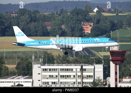 Dutch KLM Embraer ERJ-190 (old livery) with registration PH-EZM on short final for runway 34 of Zurich Airport. - Stock Image