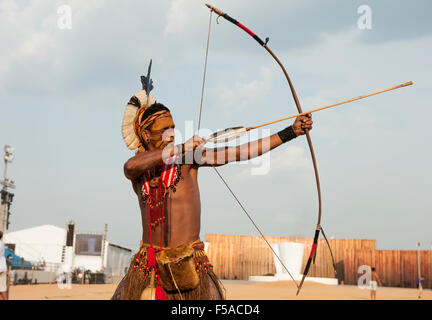 A Pataxo archer takes aim. International Indigenous Games in Brazil. 29th October 2015 - Stock Image