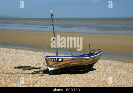 Old Fishing Boat on the Shingle Beach Between Lydd-on-Sea and Dungeness, Kent, UK - Stock Image