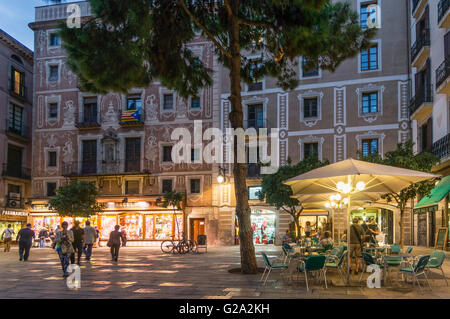 Barri Gotic, Square, architecture with ornaments, Street cafe, Barcelona - Stock Image
