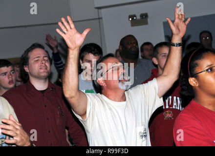 man worshiping God atat a church service in Riverdale, Park, Maryland - Stock Image