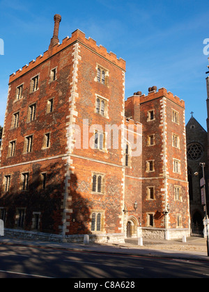 Lollards Tower gatehouse to Lambeth Palace,  the official London residence of the Archbishop of Canterbury - Stock Image