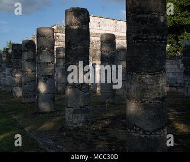 The Temple of a Thousand Warriors at the ancient Maya archaeological site of Chichén Itzá, Yucatán State, Mexico. - Stock Image