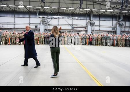 U.S. President Donald Trump and First Lady Melania Trump greet U.S. service members during stop-over at Ramstein Air Force Base following a surprise visit to Iraq December 26, 2018 in Ramstein-Miesenbach, Germany. The president and the first lady spent about three hours on Boxing Day at Al Asad, located in western Iraq, their first trip to visit troops overseas since taking office. - Stock Image