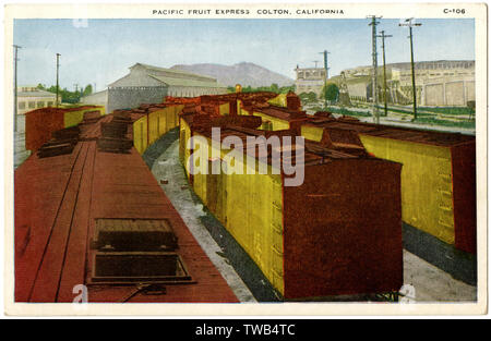 Pacific Fruit Express, Colton, San Bernardino County, California, USA. The box cars have extra ventilation to help keep the fruit fresh.      Date: circa 1920 - Stock Image