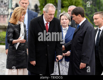 Budapest, Hungary. 15th May, 2019. Czech President Milos Zeman (3rd from left) and his wife Ivana Zemanova (4th from left) meet with Hungarian President Janos Ader (2nd from right) and his wife Anita Herczegh (left) on May 15, 2019, in Budapest, Hungary. Credit: Katerina Sulova/CTK Photo/Alamy Live News - Stock Image