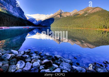 Lake Louise and Victoria Glacier, Banff National Park, Alberta, Canada - Stock Image