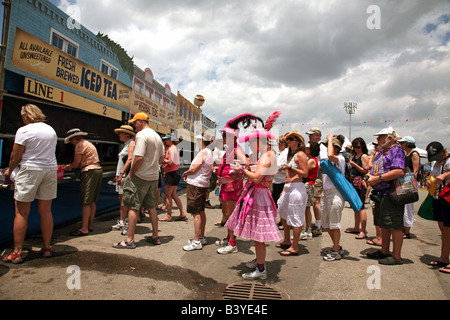Long lines for iced tea form during the New Orleans Jazz and Heritage Festival on May 1, 2008, New Orleans, Louisiana, - Stock Image