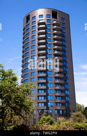 the apartment tower Opal on the street Stammheimer Ufer at the banks of the River Rhine in the district Muelheim, Cologne, Germany.  der 67 Meter hohe - Stock Image