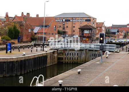 Town lock on the River Trent, Newark on Trent, Nottinghamshire, England - Stock Image