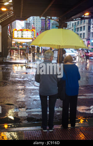 Chicago, United States. 14th Jun,  2017. An old couple line up at the crossing on Lake Street near Chicago Theatre - Stock Image