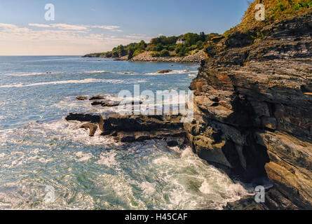 Cliff Walk along the sea Newport RI Rhode Island in September late summer early fall autumn New England scenic landscape - Stock Image