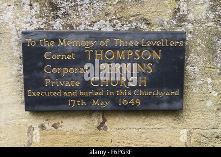 Plaque to commemorate the execution of 3 levellers at St John the Baptish Church, Burford, UK. - Stock Image