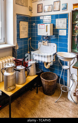 U-Bahn Museum Berlin. Transport museum in one of the former historic control rooms at the Olympia Stadium metro station. Old basin & washing equipment - Stock Image