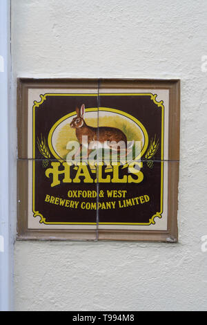 Halls Brewery sign on the wall outside the former Albert Arms public house, Albert Street, Jericho, Oxford - Stock Image