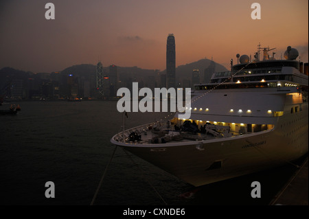 A cruise ship in front of the harbor skyline, Hongkong CN - Stock Image