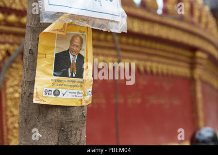 Siem Reap, Cambodia. Saturday, 28th July 2018: Cambodian general election campaign posters in Siem Reap. The polls open on Sunday 29th July. Credit: Nando Machado/Alamy Live News Credit: Nando Machado/Alamy Live News Credit: Nando Machado/Alamy Live News Credit: Nando Machado/Alamy Live News - Stock Image