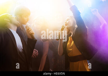 Party friends night club karaoke - Stock Image