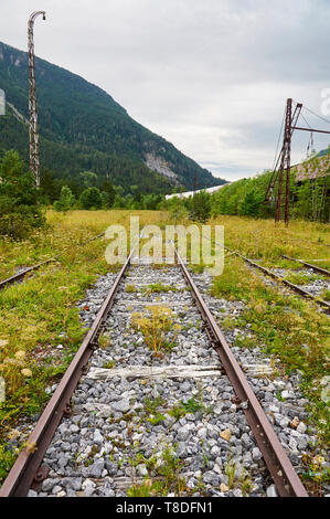 Railroad tracks pointed to the infinite at the abandoned Canfranc International railway station (Canfranc, Pyrenees, Huesca, Aragon, Spain) - Stock Image