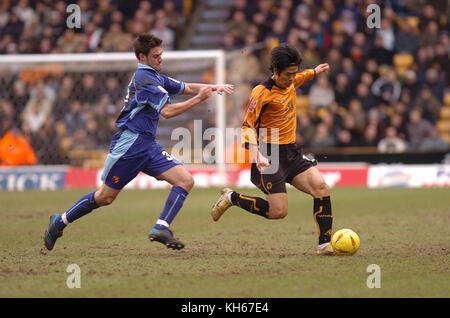 Footballer SEOL Ki-Hyeon and Johnnie Jackson Wolverhampton Wanderers v Watford 26 February 2005 - Stock Image