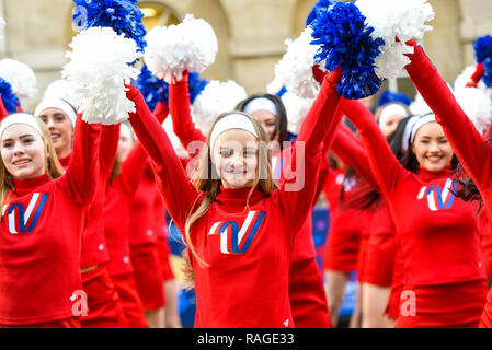 Varsity Spirit All American Cheerleaders at London's New Year's Day Parade, UK. Girl, female cheerleader performing. London 2019 - Stock Image