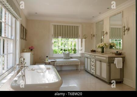 Elegant bathroom - Stock Image