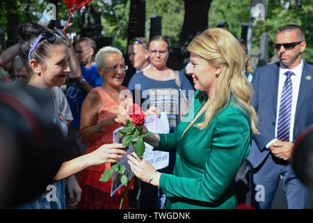 Prague, Czech Republic. 20th June, 2019. Slovak President Zuzana Caputova, right, layid flowers at the grave of first post-Communist Czechoslovak president Vaclav Havel, on June 20, 2019, in Prague, Czech Republic, during her visit of the Czech Republic. Then she met the people who took part in the act. Credit: Michal Kamaryt/CTK Photo/Alamy Live News - Stock Image