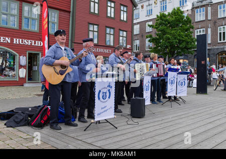 Stader Hafensanger, a traditional German band, playing on the streets during an International Hanseatic Days event, Bergen, Norway. - Stock Image