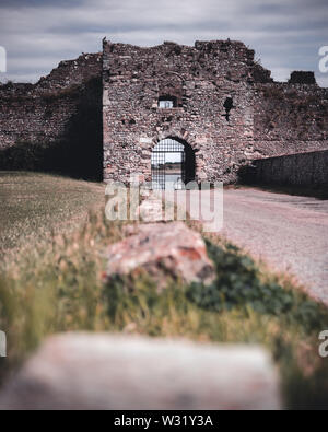 A gate to an old english castle - Stock Image