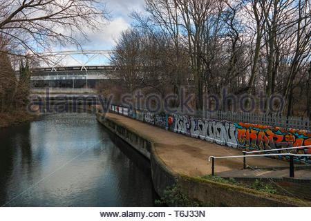 Old River Lea footpath leading to the Olympic Park and London Stadium: Old Ford and Hackney Wick. - Stock Image