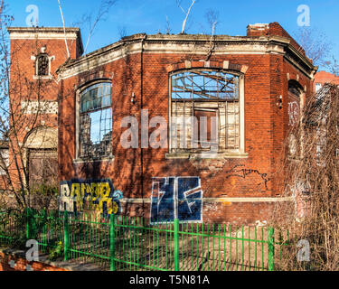 Berlin-Wedding.The Wiesenburg homeless shelter next to the Panke River built 1896 to plans of architects Georg Toebelmann and Otto Schnock. - Stock Image