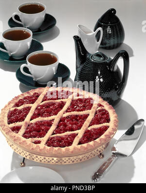 1950s CHERRY PIE LATTICE CRUST COFFEE POT AND CUPS - kf945 FRT001 HARS OLD FASHIONED - Stock Image