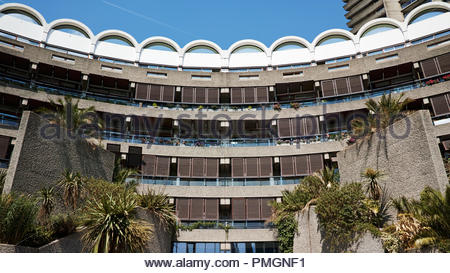 Frobisher Crescent within the Barbican Estate: London. - Stock Image