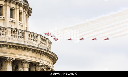 London, UK. 10th July 2018. The Red Arrows participate in the celebratory Flypast for the 100th anniversary of the RAF (Royal Air Force) as it goes past the famous domed top of St Paul's Cathedral. A formation of around 100 aircraft, one for each year, fly across London, taking in the Olympic Park, East London, the City of London and finally the Mall, where they are to fly over Buckingham Palace. Credit: Imageplotter News and Sports/Alamy Live News - Stock Image