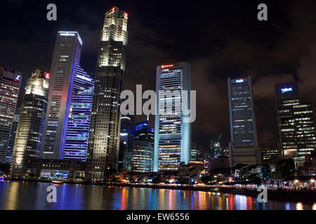 Boat Quay, Singapore, at night. - Stock Image