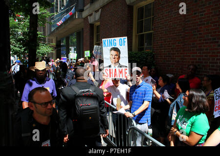 NEW YORK, NY - JUNE 21: Rise and Resist activists gathered in front of the Harvard Club to protest EPA Administrator Scott Pruit who was about to give - Stock Image