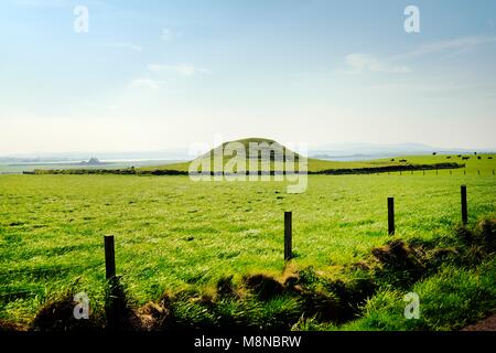 Maes Howe Neolithic chambered cairn passage grave. Mainland, Orkney, Scotland. 5000 years old. Stenness (L) and - Stock Image