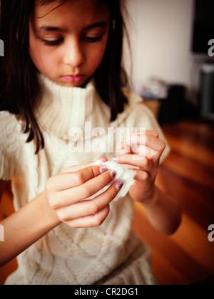 Girl removes nail polish - Stock Image