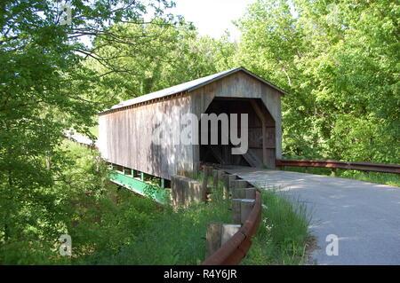 Dover Covered Bridge over Lee's Creek in Mason County Kentucky - Stock Image
